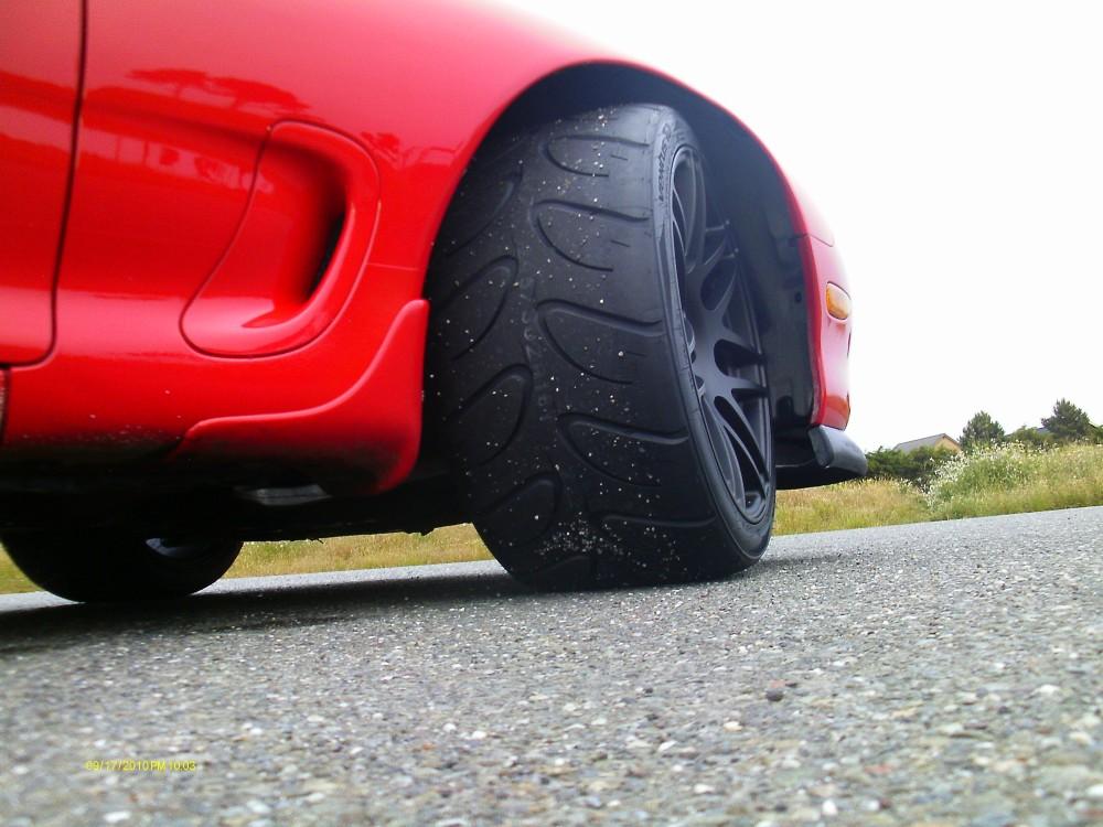 18x11 front tire close.jpg