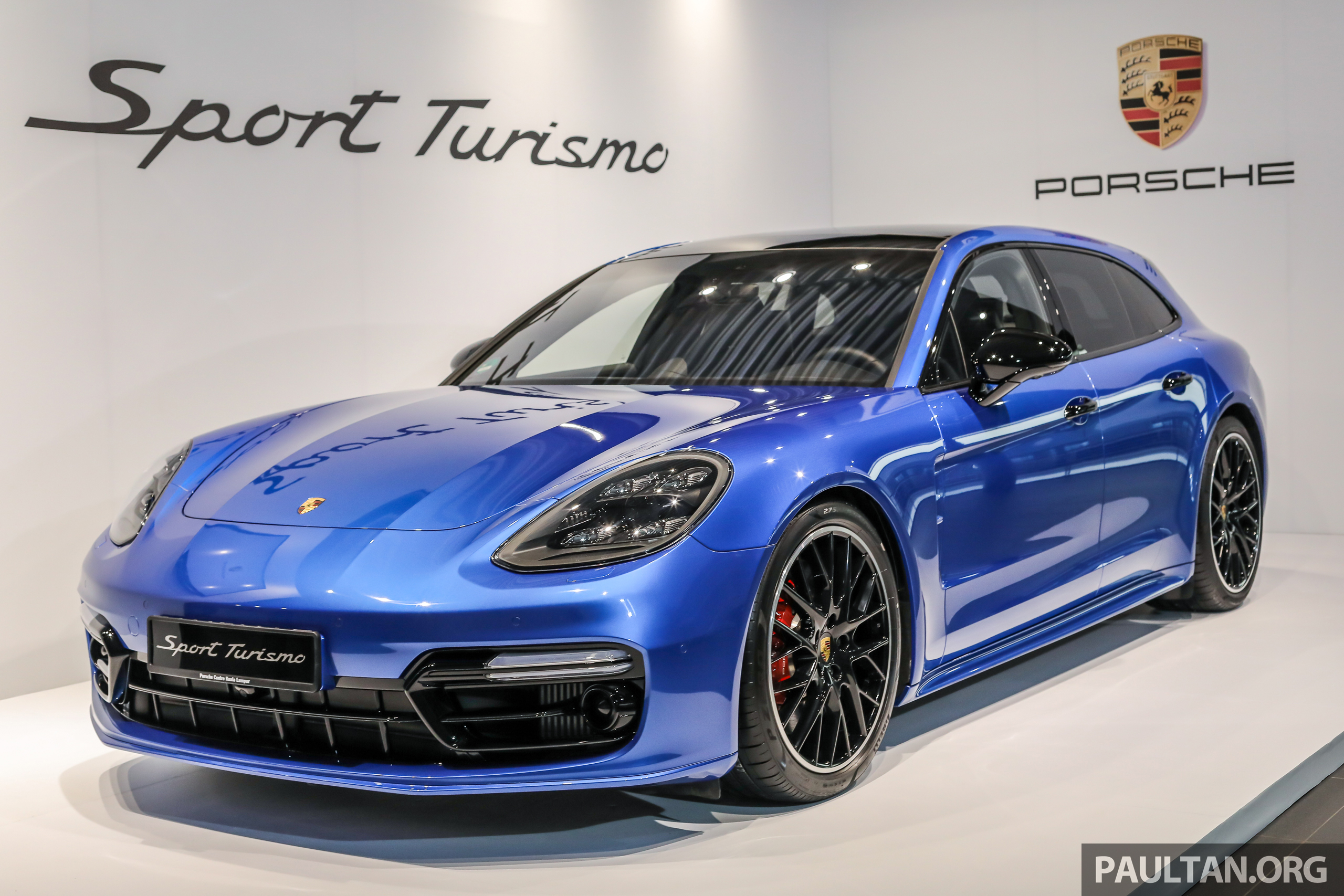 2018-Porsche-Panamera-Turbo-Sport-Turismo-Preview_Ext-1.jpg